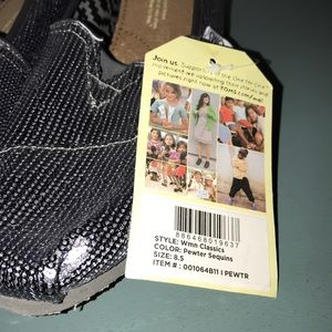 Toms Shoes - NWT Toms Pewter Sequin 8.5